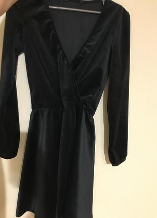 Бархатное платье с v образным вирезом