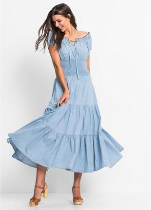 Красивое джинсовое платье с оборками