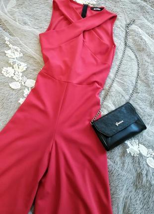 Вечерний красный комбинезон с брюками кюлотами