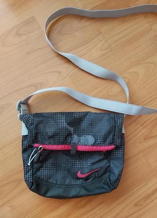 Удобная и стильная спортивная сумочка nike оригинал!