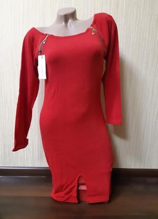 Красное ангоровое платье  со змеечками