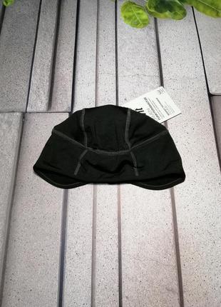 Беговая спортивная шапка с отверстием для волос