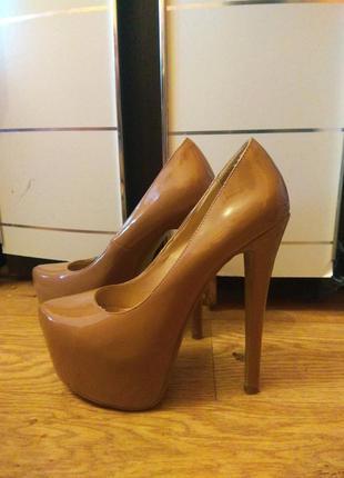 Невероятные лакированные туфли 37