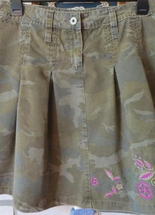 Крутая юбка камуфляж с вышивкой