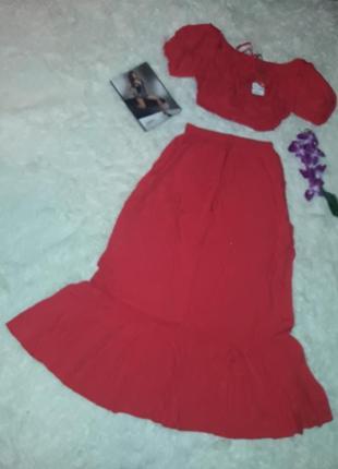 Костюм червоного кольору - топ і спідниця розмір м.
