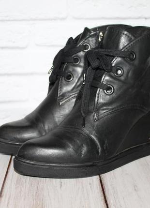 Кожаные ботинки на танкетке внутри утеплены 39 размер 100% натуральная кожа