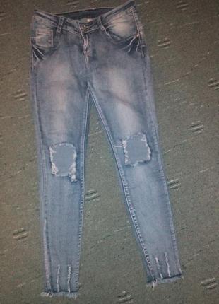 Крутые джинсы с дырками