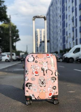 Чемодан из поликарбоната пластиковый с притом котики для ручной клади.