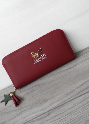 Красный стильный кошелек