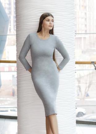 Бандажное серое платье