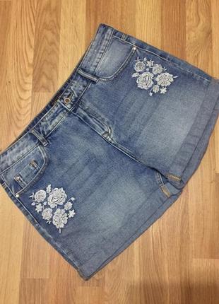 Шорты джинсовые с вышивкой f&f