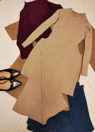 Платье бежевое две длины с вырезами на боках длинный рукав