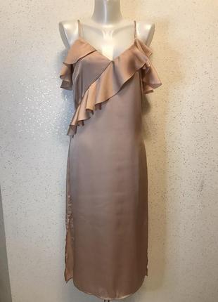 Нюдовое платье с оборками