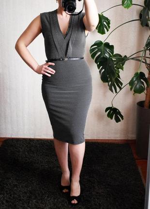 Фактурне плаття-футляр міді в горошок