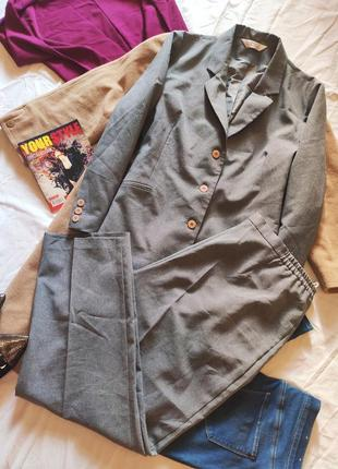 Брючный костюм серый брюки и пиджак удлиненный классический батал большой