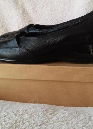 Кожанные удобные туфли на широкую и среднюю ногу.размер 42. стелька 27.5 см.