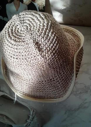 Соломенная шляпа с короткими полями