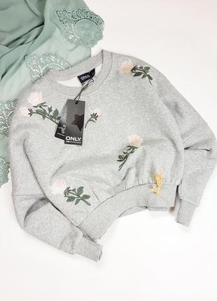 Укороченный серый свитшот на флисе с вышивкой