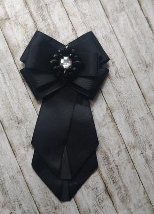 Черный галстук-жабо