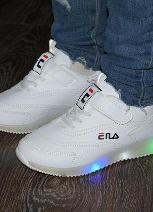 Роскошные белые кроссовки со светящейся подошвой