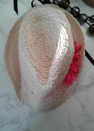 Шляпка летняя с короткими полями
