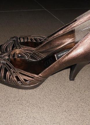 Кожаные босоножки туфли