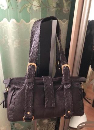 Стильная сумка темно коричневого цвета} бренд soho newyork