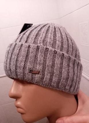 Стильная серая шапкас отворотом. шапка в рубчик. полушерстяная шапка