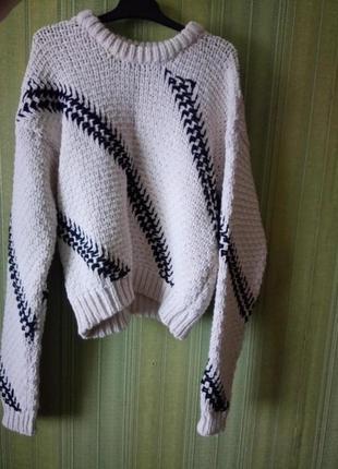 Женский свитер с крупной вязкой