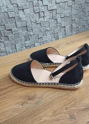 Босоножки замшевые на плетеной подошве черные открытые туфли