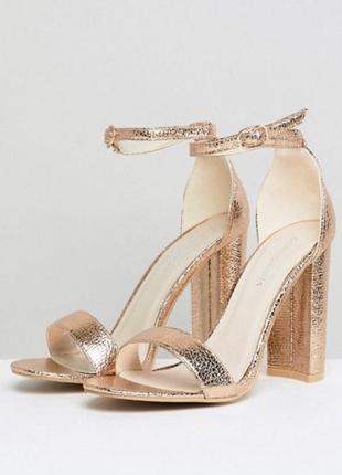 Шикарные золотистые туфли босоножки на каблучке