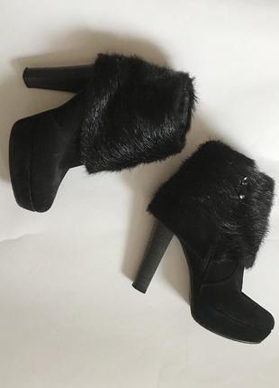 Ботинки зимние натуральная замша , мех нутрия