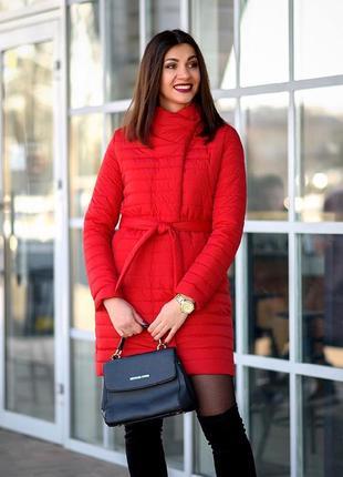 Красная весенняя куртка