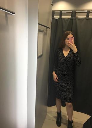 Принтованное платье на запах ostin