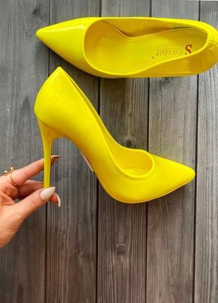 Нереальные,  женские лодочки , лимонного цвета 23,5 см