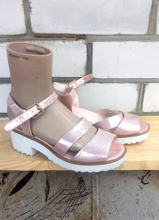 Зеркальные босоножки металл сандалии