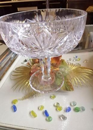 Хрустальная ваза, чаша