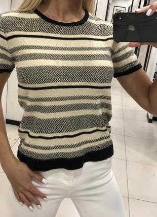 Трикотажная футболка с люрексом. mohito. размеры уточняйте.
