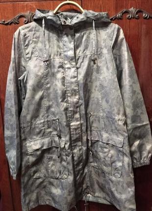 Лёгкая куртка - ветровка цвета хаки, удлиненная, бренда tu.