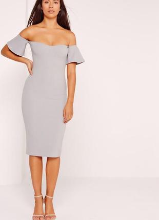Красивое облегающее платье миди
