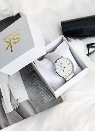 Стильные часы shengke