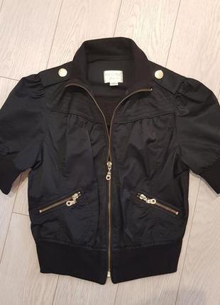 Стильная штучка - брендовая короткая курточка guess