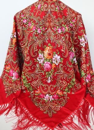 Платок красный в народном стиле