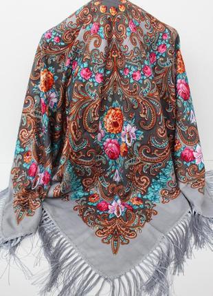 Платок серый в народном стиле