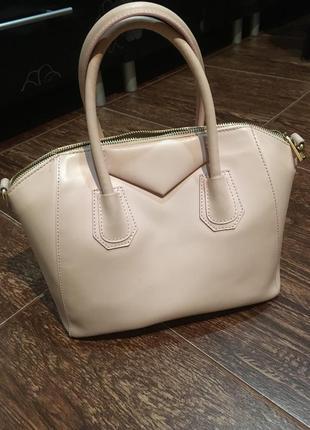 Стильная сумка из кожи в стиле divenchy