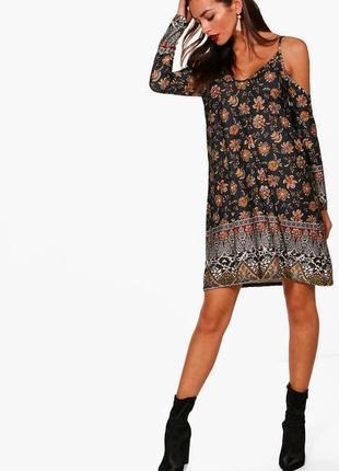 Кокетливое платье бренда boohoo с модными вырезами на плечах. uk 8.
