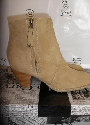 Красивые удобные полусапоги ботинки forever 21 под замшу на модном каблуке