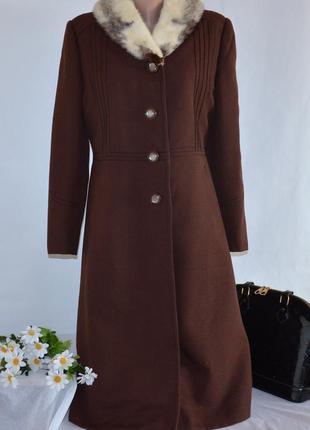 Брендовое коричневое демисезонное пальто с карманами натуральный меховой воротник норка