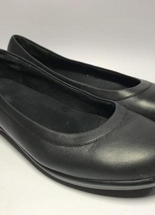 Женские кожаные балетки crocs