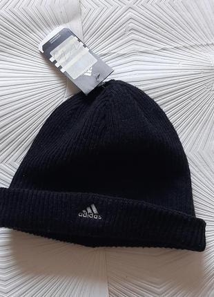 Отличная классическая фирменная шапка adidas
